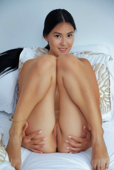 little nude Japanese girlfriends amateur pussy